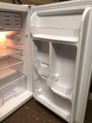 Magic Chef mini fridge for Sale in Fayetteville, GA