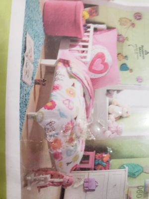 4 pc Circo Peace Girl Collection Toddler Bed Set for Sale in Cutler Bay, FL