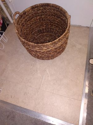 """Sturdy wicker basket 12""""H18""""W for Sale in Alexandria, VA"""