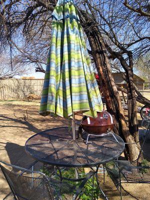 Mesa con sombra para patio for Sale in Phoenix, AZ