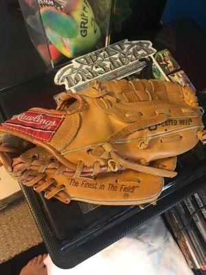 Rawlings kids Cal Ripken Jr for aright handed 90s Baseball glove for Sale in Morrisville, PA