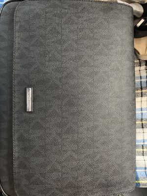 Men's Michael Kors Jet Set Lg messenger bag black for Sale in Gervais, OR