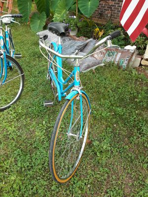 Vintage 1970's Schwinn Breeze Woman's Bicycle for Sale in House Springs, MO