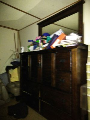 Nice used dresser with mirror for Sale in West Columbia, SC