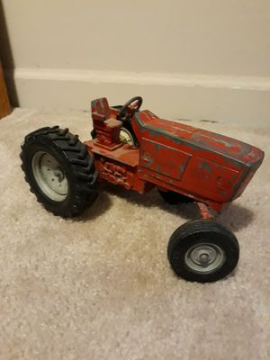Old metal tractor for Sale in Indianapolis, IN