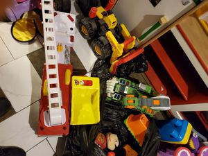Toys and clothes free for Sale in Chicago, IL