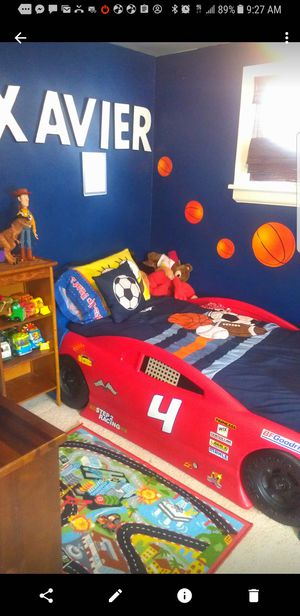 Step2 Stock Car Convertible toddler Twin bed for Sale in Cleveland, OH