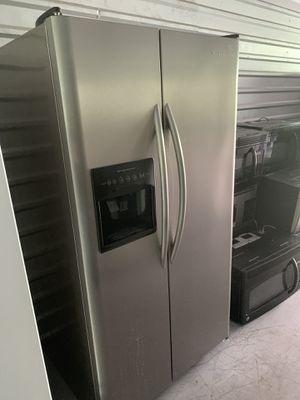Frigidaire fridge for Sale in Tacoma, WA