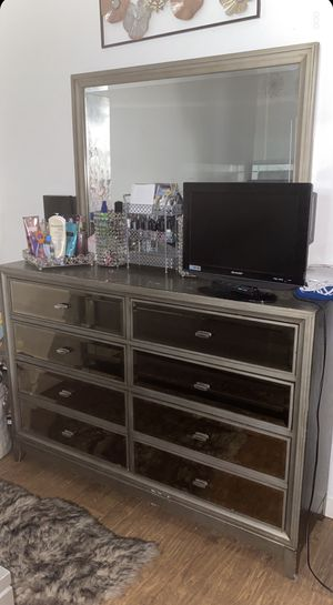 Dresser and nightstand for Sale in El Monte, CA