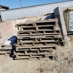 FREE WOOD PALLETS for Sale in Riverside, CA