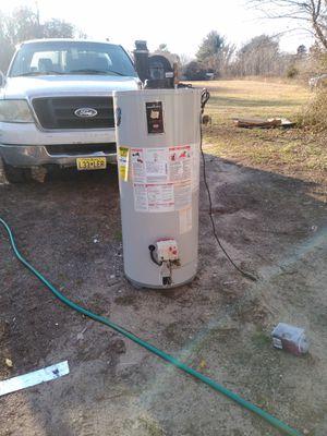 Hot water heater 40 propane power vent for Sale in Bridgeton, NJ