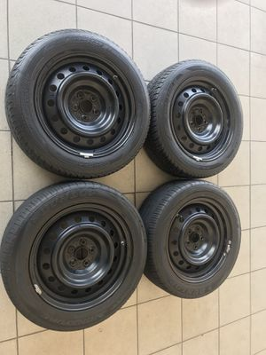 Rims and tires for Toyota Corolla like new for Sale in Hollywood, FL