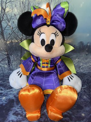 """DISNEY STORE limited edition MINNIE MOUSE 2018 HALLOWEEN 17"""" plush, VIVACIOUS VAMPIRE COSTUME green purple and orange with skull wing bow. for Sale in Paramount, CA"""