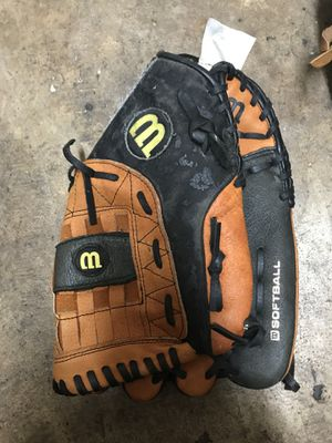 right hand softball glove for Sale in Homestead, FL
