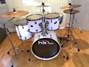 "Gloss white 5 piece drum set Mapex pro 22"" bass 12 13"" 16"" toms chrome 14"" snare Zildjian cymbals PDP throne Tama pedal sticks & key $450 in Ontario for Sale in Chino, CA"