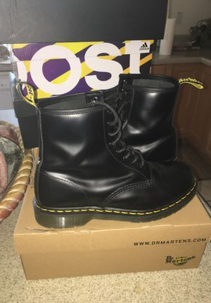 Doc Martin original boots size 11 great condition for Sale in Tempe, AZ