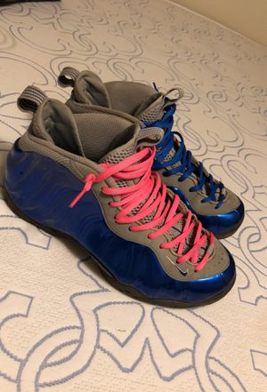 Nike foams shoes 9.5 for Sale in Forest Heights, MD
