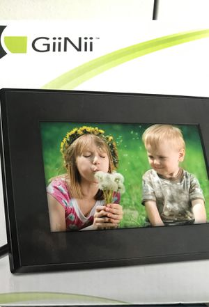 """GiiNii 7"""" LED Digital Picture Frame for Sale in Avon, CT"""