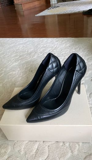 Burberry 👠 for Sale in North Royalton, OH
