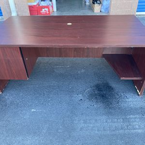 LARGE MAHOGANY TWO DRAWER DESK⭐️GOOD CONDITION ⭐️DELIVERY AVAILABLE 🚚 for Sale in Henderson, NV