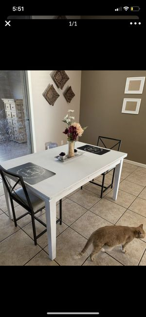 Dining room table EXTENDABLE NO CHAIRS for Sale in Glendale, AZ