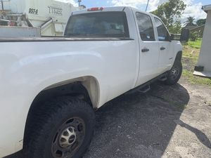 2013 GMC 2500 4 x4 crew cab pickup truck for Sale in Miami, FL