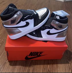 Jordan 1 Retro High Silver Tow (w) for Sale in Gresham,  OR