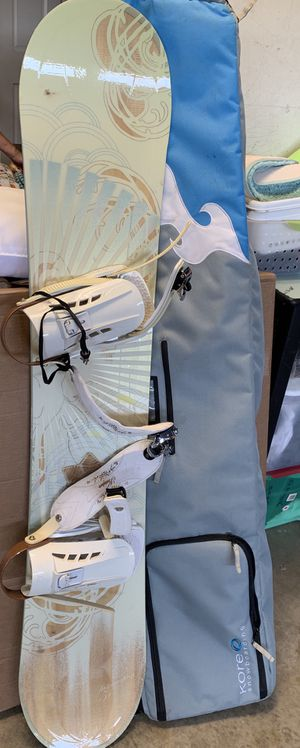 Women's Snowboard 54 AND travel bag! for Sale in San Diego, CA