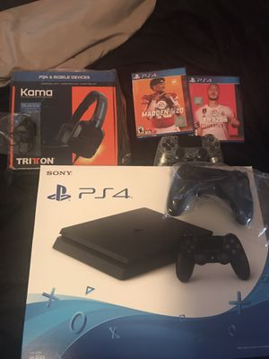 ps4 bundle .. 2 controllers, headset, madden20, fifa20.. for Sale in Tuscaloosa, AL