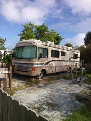 33 foot Bounder 50000 MI new tires runs and drives perfect for Sale in Port St. Lucie, FL
