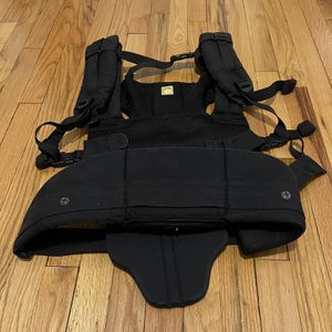 lillebaby COMPLETE ALL SEASONS Baby Carrier Black for Sale in Brooklyn, NY