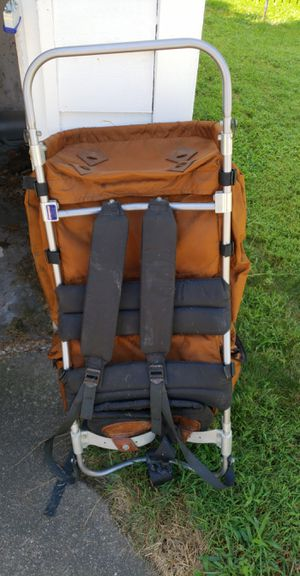 Large jansport hiking backpack for Sale in Painesville, OH