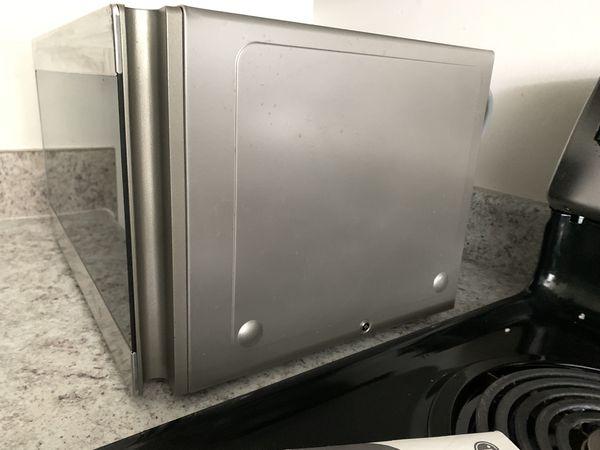 LG 0.9 cu ft Countertop Microwave Smart Inverter Stainless - LMC0975ST