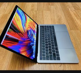 MacBook Pro 13 Inches 2017 16gb Ram for Sale in Los Angeles,  CA