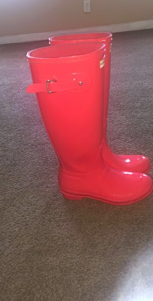 Slightly Worn Hunter gloss rain boots size 7 for Sale in Columbus, OH