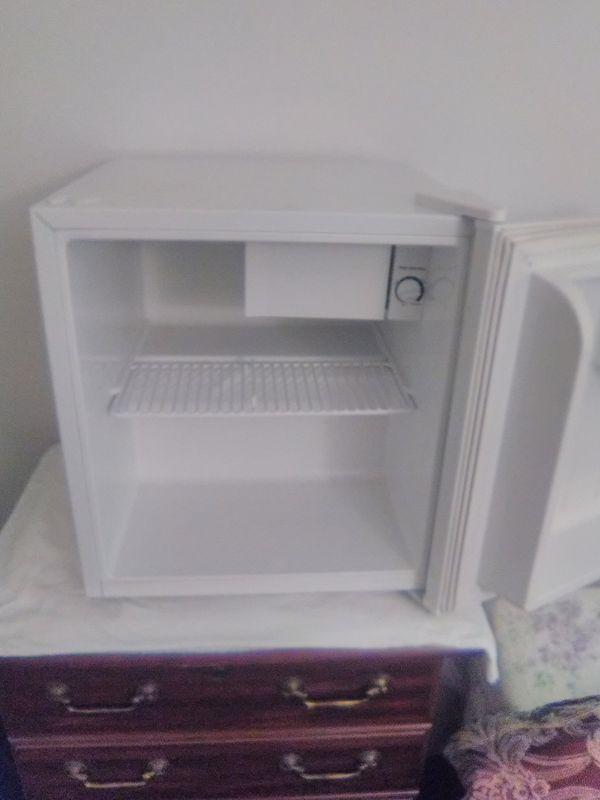 Mini refrigerator cube