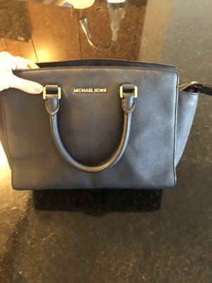 Bag Michael kors for Sale in Belmont, MA
