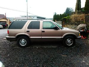 Very clean Chevy Blazer 96 with 146 k on it leather interior but needs sum work on the motor makes noise but runs and drives well for Sale in Port Orchard, WA