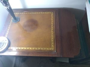 Small wood desk for Sale in Rittman, OH