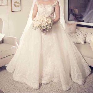Fancy Customized Wedding Dress Size 6 With Gorgeous Headpiece for Sale in Jamul, CA