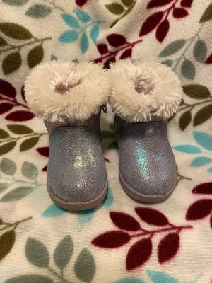 Little girls furry boots for Sale in Selma, CA