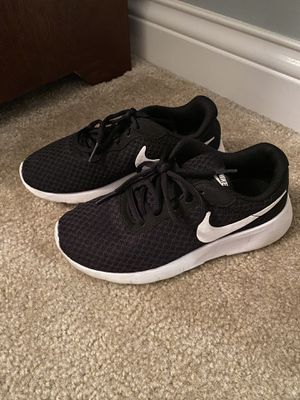 Boys Nike's - size 2 for Sale in New Lenox, IL