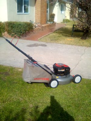 21in Craftsman 6.5 HP push lawn mower $125 for Sale in West Covina, CA