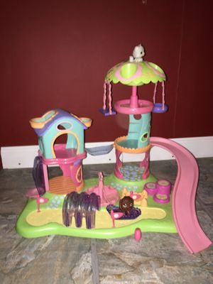 LITTLEST PET SHOP PLAY GROUND (SPINS ON ITS OWN) for Sale in Brentwood, MD