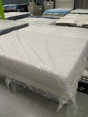 Cali king Leeza hybrid mattress 50 down same day delivery for Sale in Columbus, OH