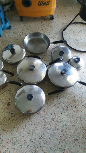"Revere Ware COPPER CLAD POT PANS SKILLET LIDS ""LOOK GREAT"" NO OFFERS, PRICE IS FIRM for Sale in North Miami, FL"