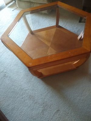 Mahogany coffee table no glass top for Sale in Kissimmee, FL