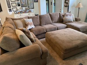 Large sectional with oversized ottoman for Sale in Winter Garden, FL