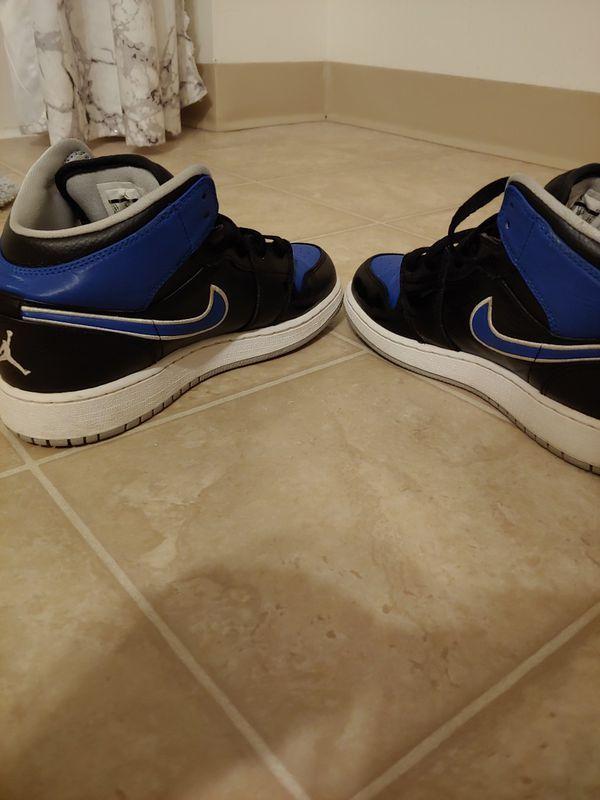 Jordan 1's size 6 youth