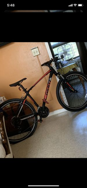 Giant mountain bike for Sale in DORCHESTR CTR, MA